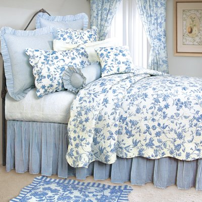 Blue Toile Quilt Set