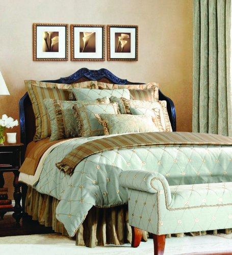 Luxurious Green Comforter Set by Jennifer Taylor