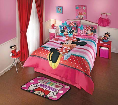 Adorable Minnie Mouse Comforter Set