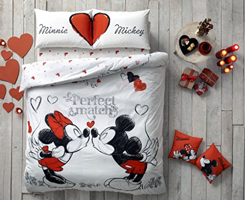 Mickey and Minnie Mouse Kissing Bedding Set